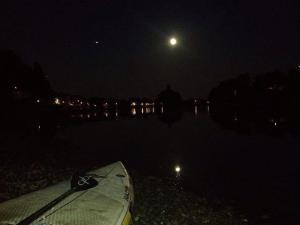 Best picture of the moon tonight - SUPing in Thames